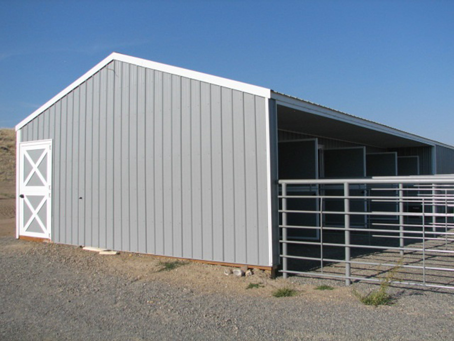 Horse barns riding arenas h h custom buildings inc for 4 horse barn