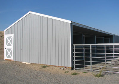 custom horse barn & riding area